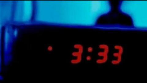 Si te has despertado alguna vez a las 03.33 AM, deberías leer esto