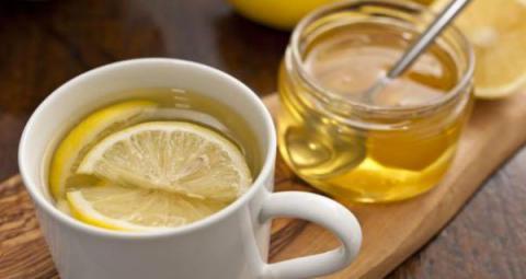 Bebí agua con miel y limón todas las mañanas durante un año y esto me sucedió...