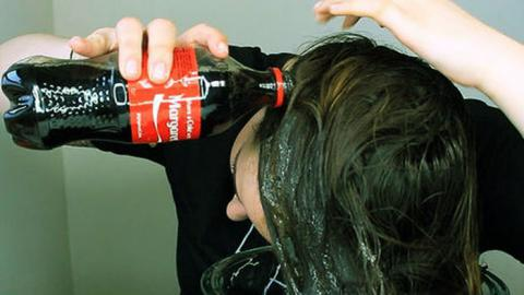 Mira lo que pasa cuando lavas tu cabello con Coca Cola te sorprenderas!