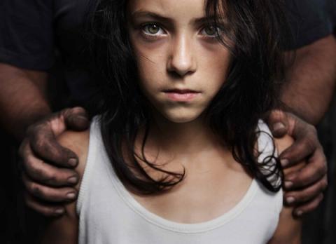 Insólito: El gobierno de suiza quiere legalizar las relaciones sexuales entre padres e hijos