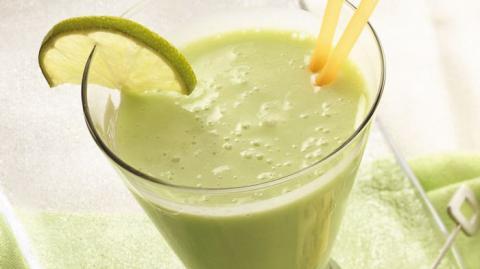 Batido de plátano y limón para el cansancio crónico, anemia, calculo renales, aumentar las defensas del cuerpo, quitar el estrés y elevar energía