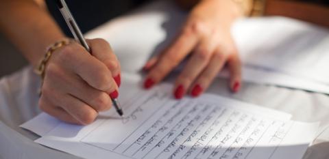 Según estudio, tener la letra fea significa eres más inteligente que los demás