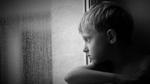 Los niños pasan menos tiempo al aire libre que los presos
