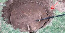 Comenzó a cavar en su jardín, pero lo que encontró... ¡aún no puede creerlo!