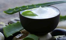 Crema casera de aceite de coco y áloe vera para las arrugas, manchas y estrías